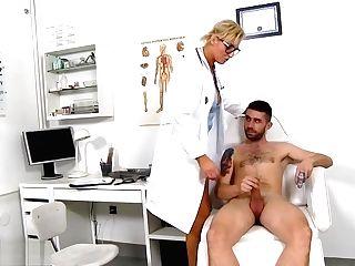 Sperm Hospital -medic Brigitta 1920x1080 4000k