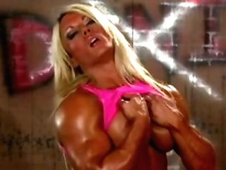 Brit Muscle Queen Fumbles Her Cunt And Big Clitoris