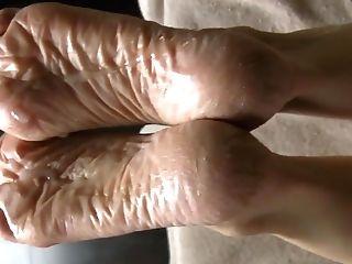 Lyn Feet - Dry Again!