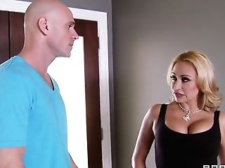 Big Boobed Claudia Valentine And Johnny Sins Have Dirty Intercourse