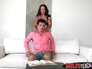 Stepdaughter Shares Boyfriends Dick With Her Hot Stepmom